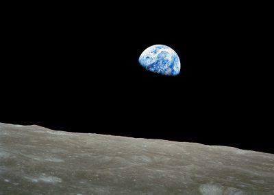 NASA-Apollo8-Dec24-Earthrise-b